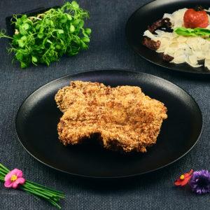 Ceafă de porc gratinată cu mozzarella & parmezan