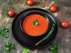 Supă cremă de roșii cu ardei copt & crutoane home made
