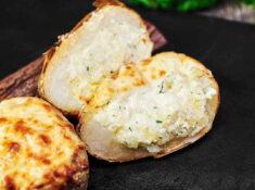 Cartofi copți umpluți cu brânză
