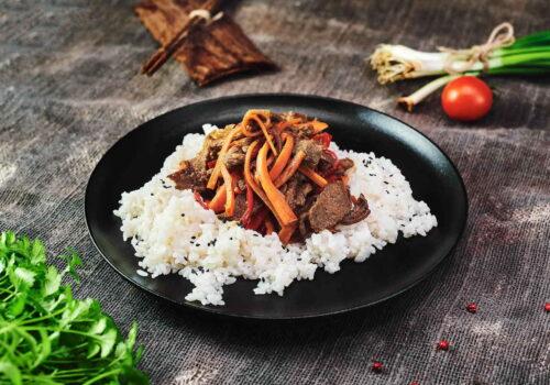Vită asiatică cu legume crocante & orez sălbatic
